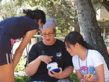 NCSE Teacher Ambassador Turtle Haste working with students